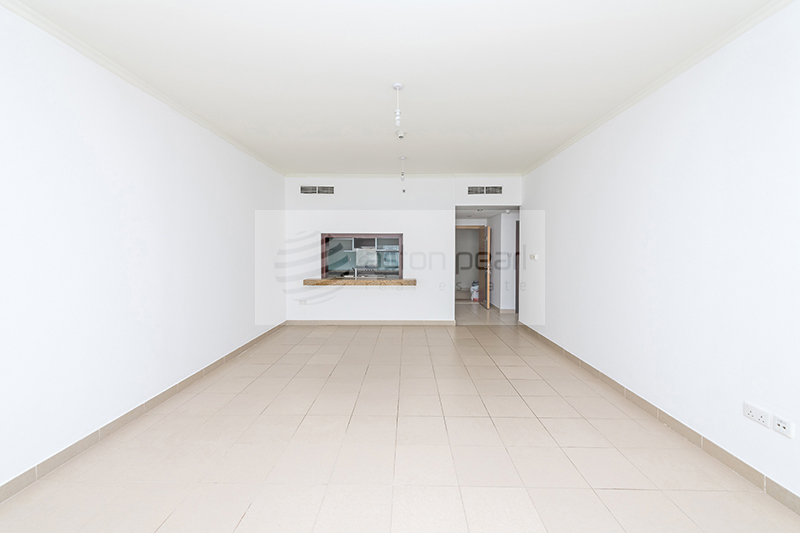 Spacious 1BR, Well Maintained, Vacant on Low Floor