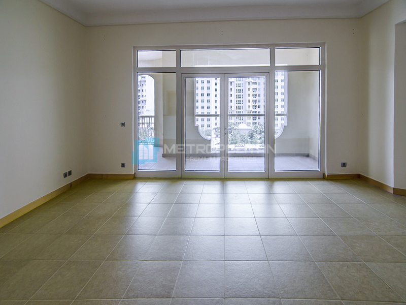 Community View   Vacant I Large Living room
